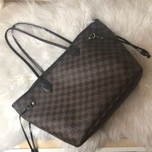 Louis Vuitton Neverfull MM in great used shape!